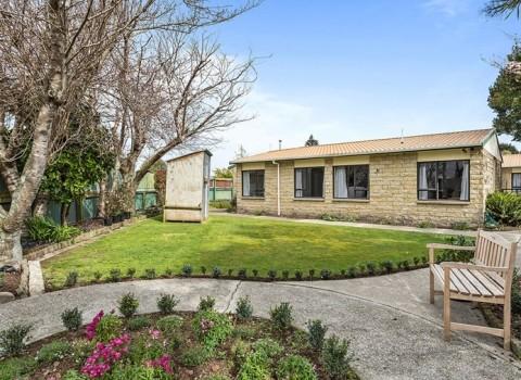 bupa-gardenview-care-home-2563