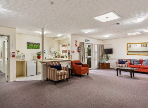 bupa-the-gardens-care-home-2528