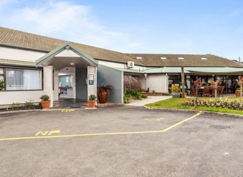 bupa-the-gardens-care-home-2529