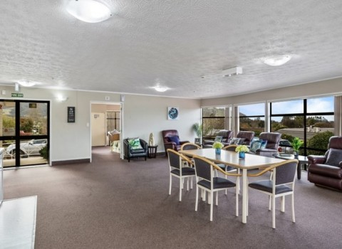 bupa-the-gardens-care-home-2532