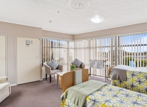 bupa-the-gardens-care-home-2539