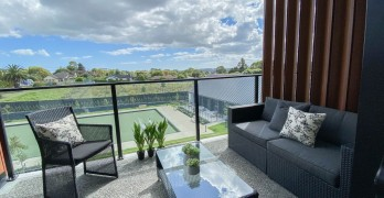 https://www.villageguide.co.nz/country-club-huapai-stylish-two-bedroom-5
