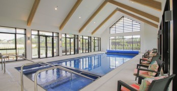 https://www.villageguide.co.nz/country-club-huapai-stylish-two-bedroom-6