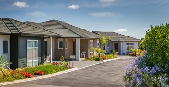 https://www.villageguide.co.nz/oakridge-villas-metlifecare-2-bedroom-deluxe-villa-1
