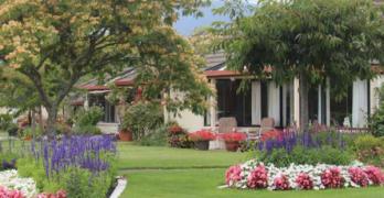 https://www.villageguide.co.nz/oakwoods-newly-refurbished-villas-1